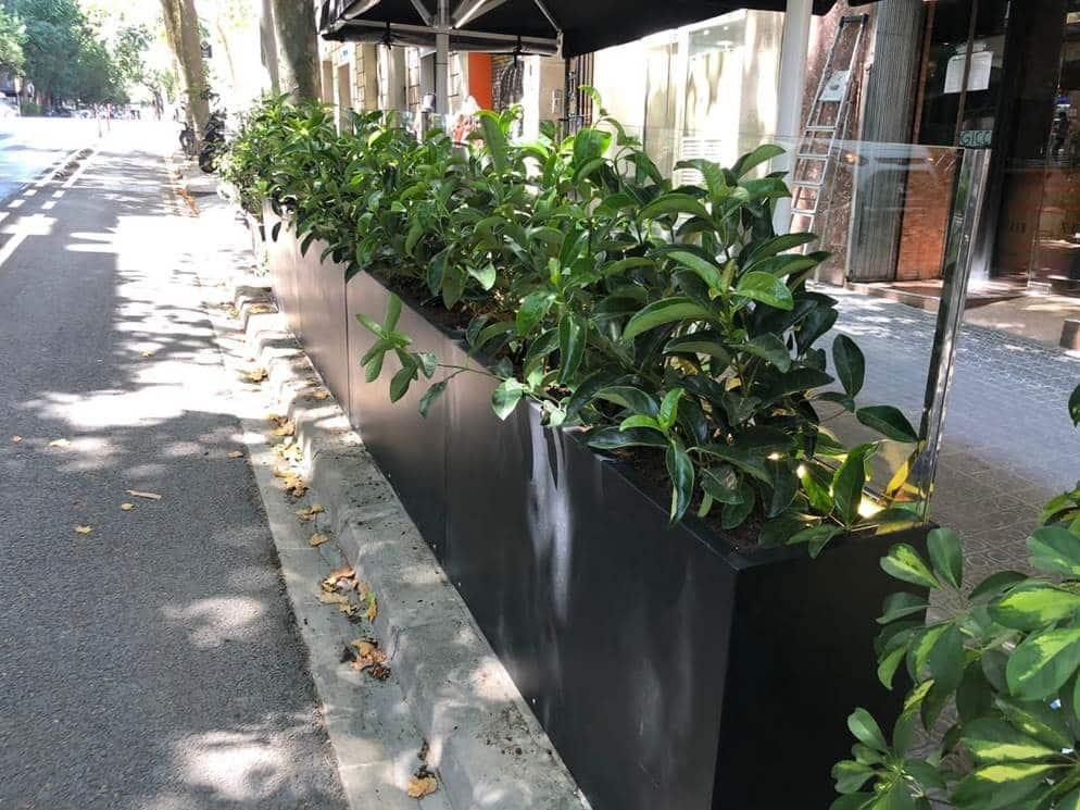 Jardinera con soporte en Equilibri